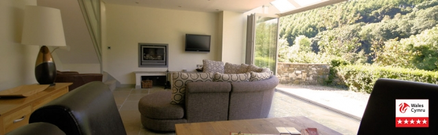Open plan holiday cottage near the sea