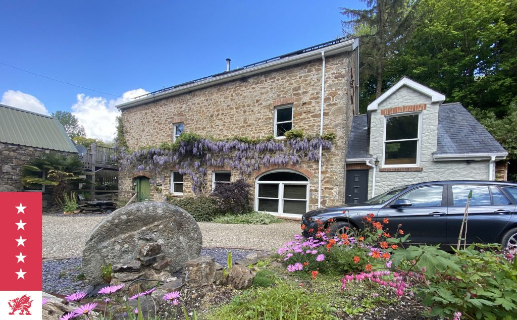 The Granary at Harvest Mill - luxury self-catering property near beach & pub at Wiseman's Bridge
